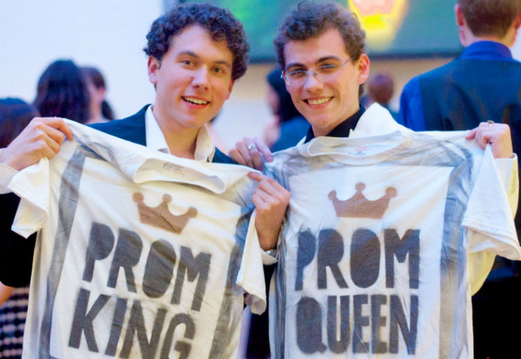 Straight teen asks gay best friend to prom