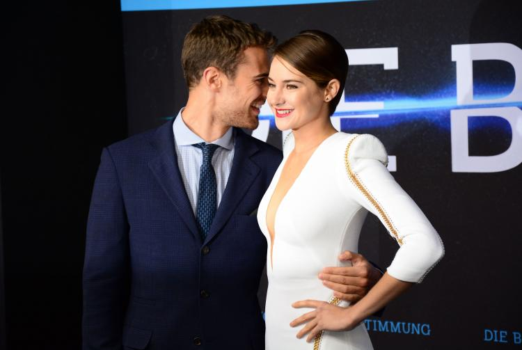 Theo James and Shailene Woodley's Divergent chemistry Katie Holmes Haircut