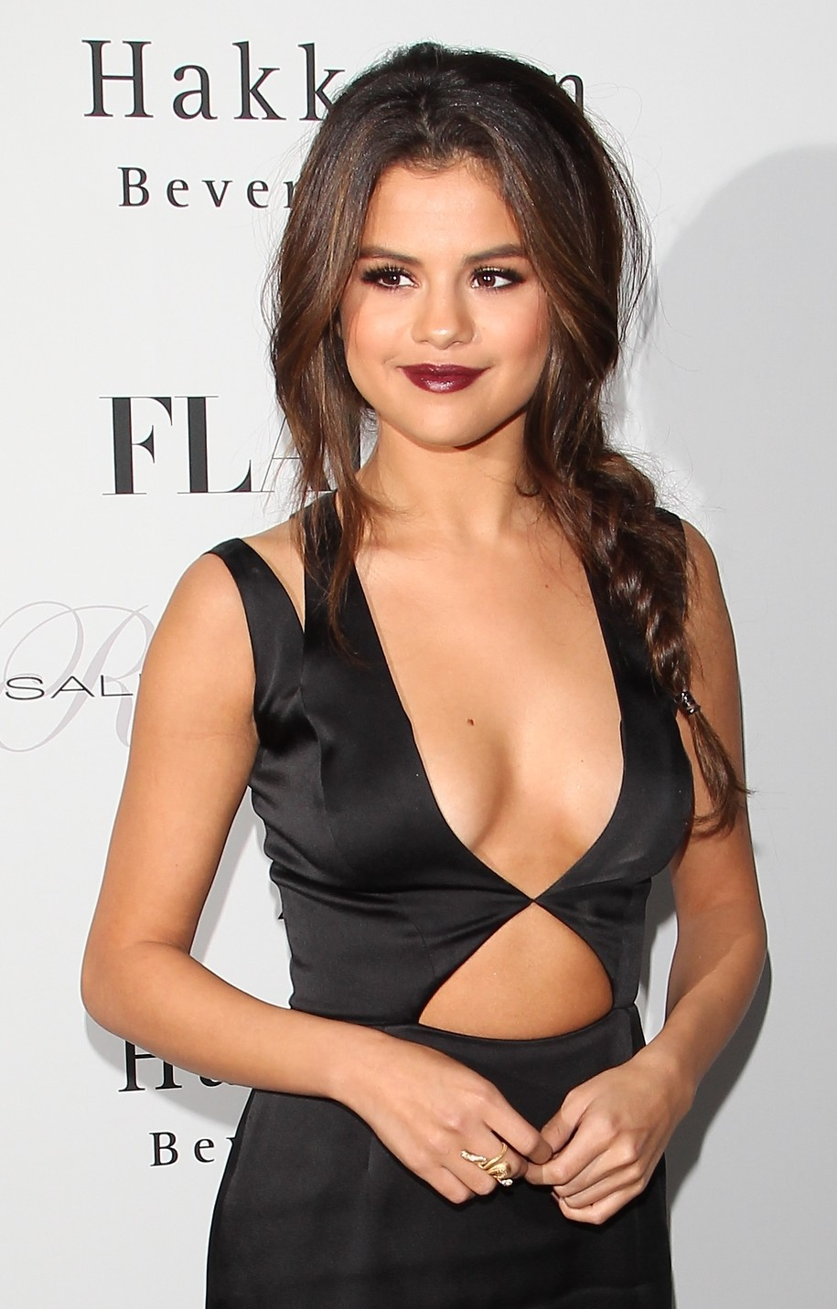 Selena Gomez Amazing Tits And Cleavage