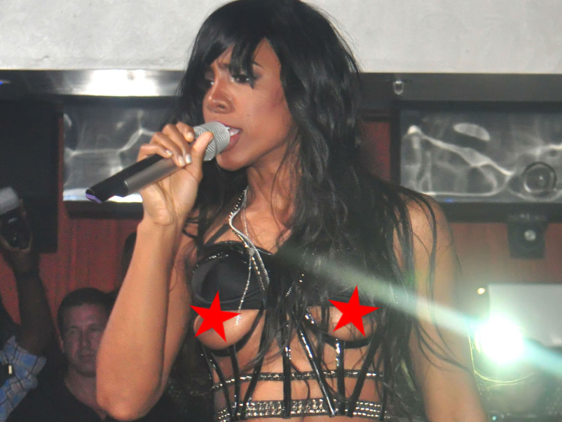 Wardrobe malfunction: Kelly Rowland