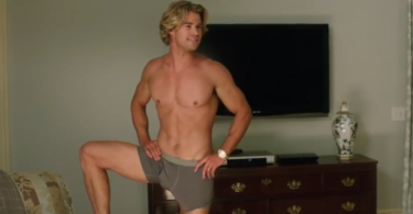 Chris Hemsworth shows off his bulge in Vacation trailer