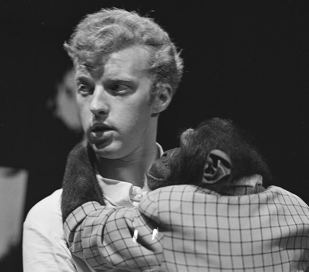 André van Duin first movie:  Een avondje teevee met André