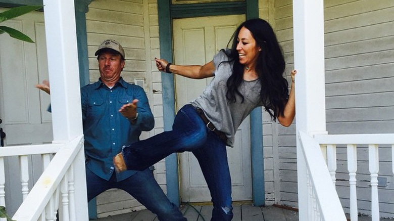joanna gaines wiki young photos ethnicity gay or straight entertainmentwise. Black Bedroom Furniture Sets. Home Design Ideas