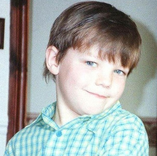 Louis Tomlinson childhood photo two at pinterest.com