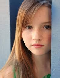 Kaitlyn Dever childhood photo two at pinterest.com