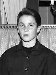 Christian Bale, foto de infância um em pinterest.com