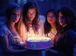 Olivia DeJonge primo film: The Sisterhood of Night